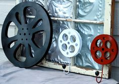 Tiny Movie Room Decor Ideas – The Urban Interior – Game Room İdeas 2020 Movie Decor, Movie Themes, Tiny Movie, Theater Room Decor, Theatre Rooms, Basement Movie Room, Home Cinema Room, Movie Reels, Relaxation Room