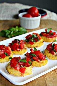 Grilled polenta bruschetta is made with rounds of grilled polenta and topped with fresh tomatoes, basil and garlic, perfect for a summer appetizer! Gluten Free Appetizers, Healthy Appetizers, Appetizer Recipes, Italian Appetizers, Bruschetta, Polenta Appetizer, Grilled Polenta, Gluten Free Puff Pastry, Cooking Recipes