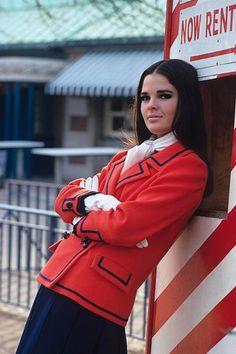 Ali Macgraw, Saul Leiter, Trend Fashion, Fashion Models, 1960s Fashion, Vintage Fashion, High Fashion, Safari, Navy Skirt