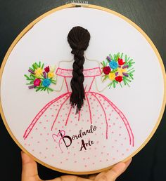 Embroider doll step by step – Embroidery Art Hand Embroidery Design Patterns, Basic Embroidery Stitches, Hand Embroidery Videos, Embroidery Flowers Pattern, Embroidery Works, Creative Embroidery, Simple Embroidery, Learn Embroidery, Embroidery Hoop Art