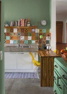 Cozinha com ladrilhos coloridos (contact)