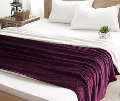 Luxusné deky na posteľ v bordovej farbe Furniture, Home Decor, Decoration Home, Room Decor, Home Furnishings, Home Interior Design, Home Decoration, Interior Design, Arredamento