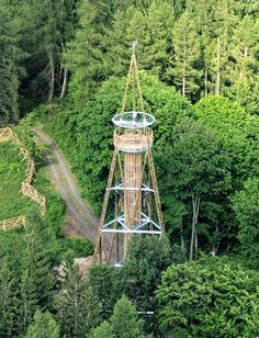Přijďte se podívat na rozhlednu Máminka do Hudlic. V noci bude svítit Lookout Tower, Bude, Czech Republic, Building, Idea Plans, Outdoor Decor, Travel, Trips, Gardening