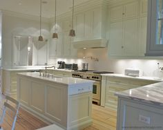 Shaker Style Kitchen Cabinet With Cabinet Doors And Drawer Fronts Painted White Furniture Style