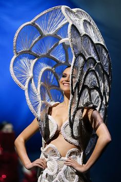 Sporadica by Renee Louie of New Zealand is modelled in the Avantgarde Section during the World of WearableArt Opening Night 2017 at TSB Bank Arena on September 21 2017 in Wellington New Zealand. Jeans Material, Wet Felting, Neko, 3d Fashion, Fashion Design, Origami Fashion, Fashion Details, World Of Wearable Art, Avantgarde