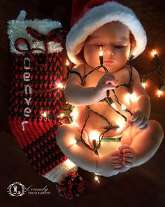 Baby Christmas photos #baby #christmas #photo #ideas #lvandyphotography First Christmas Photos, Xmas Photos, Christmas Portraits, Babies First Christmas, Christmas Baby, Newborn Christmas Photos, 3 Month Old Baby Pictures, 1 Month Old Baby, Family Photos With Baby
