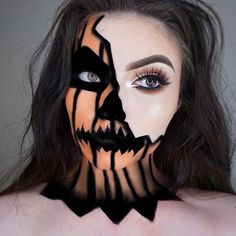 Looking for for ideas for your Halloween make-up? Browse around this website for creepy Halloween makeup looks. Looks Halloween, Costume Halloween, Halloween Pumpkin Makeup, Unique Halloween Makeup, Scarecrow Makeup, Halloween 2018, Half Face Halloween Makeup, Easy Halloween Costumes For Women, Pumpkin Costume