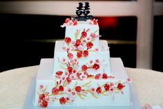 Gorgeous cake with pink and red incorporated!