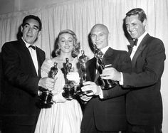 Oscar winners Anthony Quinn, Dorothy Malone, Yul Brynner and Cary Grant pose with their statuettes at the Academy Awards in Hollywood, Ca., March 1957 (Cary Grant accepted the award for Ingrid Bergman) Academy Award Winners, Oscar Winners, Academy Awards, Golden Age Of Hollywood, Classic Hollywood, Old Hollywood, Ingrid Bergman, Jerry Lewis, Cary Grant