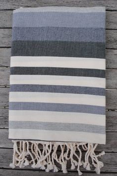 Fouta Hammam nuance de gris Rug Loom, Textiles, Weaving Projects, Turkish Towels, Hand Weaving, Journey, Stripes, Tapestry, Plaid