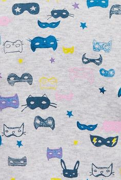 Colorful pattern rug to decorate a girls bedroom or playroom #kidsroom #rugs #catrug Find more inspirations at www.circu.net