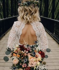 must take photos wedding dress outdoor bride with a bouquet back robe dresses dresses beach dresses boho dresses lace dresses princess dresses vintage Perfect Wedding, Dream Wedding, Wedding Day, Woodsy Wedding, Fall Wedding Hair, Wedding Puns, Hipster Wedding, 1920s Wedding, Wedding Suite