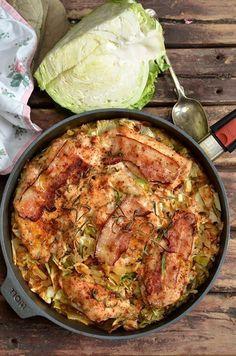 filet z kurczaka pieczony z młodą kapustą Polish Recipes, Meat Recipes, Cooking Recipes, Healthy Recipes, B Food, Good Food, Healthy Cooking, Healthy Eating, Gastronomia