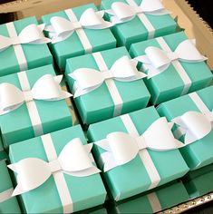 Breakfast at Tiffany's party - Printable Gift Boxes  FREE GIFT BOX TEMPLATE