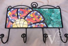 mosaiquismo percheros - Buscar con Google Mosaic Furniture, Mosaic Wall Art, Mosaic Madness, Garden Table, Coat Hanger, Home Signs, Decoration, Word Art, Stained Glass