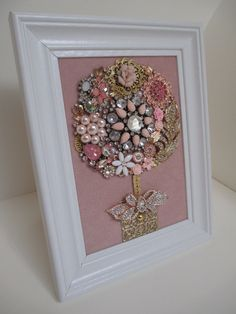 Costume Jewelry Crafts, Vintage Jewelry Crafts, Recycled Jewelry, Mom Jewelry, Jewelry Tree, Button Art, Button Crafts, Diy Decorate Picture Frame, Crafty Craft