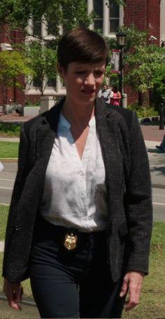 Zoe McLellan NCIS New Orleans | Zoe McLellan in black jeans. Ncis New Orleans S01E04.