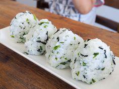 【あゆのこどもごはん】こどもと一緒に作りたい!乾燥わかめで作る「わかめごはん」 | おうちごはん Kids Menu, Japanese Food, Grains, Rice, Cooking, Recipes, Weight Management, Toddlers, Kitchen