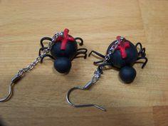 Ragni neri con croce rossa orecchini in fimo di LGdreams su Etsy, €10,00
