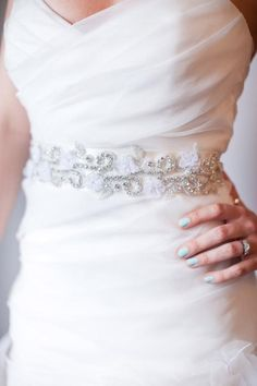 Diy tutorial custom rhinestone bridal sash wedding weddings diy project rhinestone bridal sash solutioingenieria Images