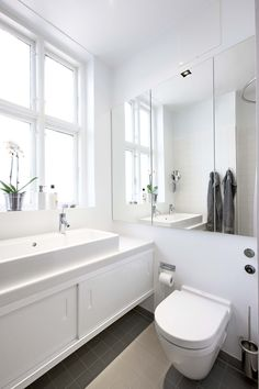 Small bathroom, 2 taps - one sink Bathroom Toilets, Small Bathroom, Bathroom Ideas, Bathroom Makeovers, Modern Interior, Interior Design, Tile Suppliers, Contemporary Baths, The Doors