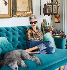 "There's lit-from-within in the ""glow"" sense, and there's lit-from-within from the standpoint of visibly, joyfully vibrating with energy. At 68 years old, Linda Rodin is both. Winter Typ, Advanced Style, Ageless Beauty, Going Gray, Rodin, Fashion Over 50, Mature Fashion, Cheap Fashion, Fashion Women"