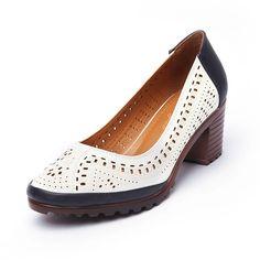 63d5b303 18.06 30% de DESCUENTO|2019 verano estilo hueco sandalias de cuero suave de  las mujeres zapatos de tacón alto Mujer dulce bombas Plus tamaño Retro  zapatos ...