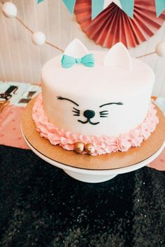 Party ideas about cats for your mini cat lady: decor, cake and feed ideas Cat cake idea for kitty birthday party Toddler Birthday Cakes, Birthday Cake For Cat, Simple Birthday Cakes, Homemade Birthday, Birthday Party Decorations, Birthday Parties, Cat Themed Parties, Surprise Cake, Girl Cakes