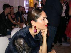 Los pendientes son de Teria Yabar y ¡Ya los vendemos en Eustyle! http://www.eustyle.es/es/teria-yabar/223-pendientes-rojos.html