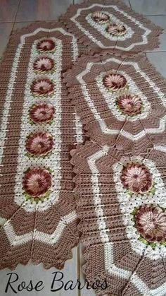 Modelo tapete Crochet Kitchen, Crochet Home, Free Crochet, Thread Crochet, Crochet Doilies, Crochet Table Runner Pattern, Crochet Clothes, Art Decor, Bohemian Rug