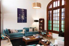 Deco: la casa de Shumi Gauto  Poltrona (Easy, $989), silla matera (Huso Horario, $1600, alfombra de pelo largo (Mishran, $3180) y pi.         Foto:Gustavo Sancricca