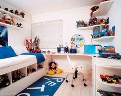 Canto de estudo em quarto de menino de cinco anos. Projeto de Rose Ferraresi.