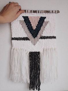 Woven wall hanging - wall hanging - wall art - weave - modern weaving -welcome to weaving #weaving #learntoweave #wovenwallhanging #weave #fiberart #interiordesignideas