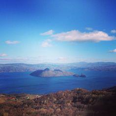 Blue sky and sunny day of Lake Toya. #toyako #lakehouseattoyako #sunny #winter at 洞爺湖 (Lake Toya)