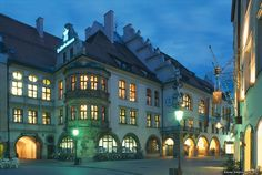 Hofbräuhaus beer hall in Munich, Germay. I want to go back there so bad! Beautiful Buildings, Beautiful Landscapes, Beautiful Places, Great Places, Places Ive Been, Visit Munich, Famous Architecture, Magic City, Munich Germany