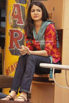 Anushka Sharma in Band Baaja Baaraat Movie Bollywood Images, Bollywood Fashion, Beautiful Bollywood Actress, Most Beautiful Indian Actress, Hot Actresses, Indian Actresses, Shraddha Kapoor Bikini, Anushka Sharma And Virat, Designer Party Wear Dresses