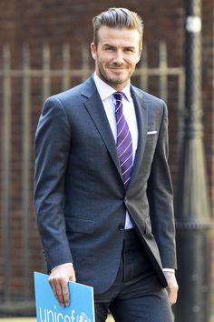 there's something about David beckham Gorgeous Men, Beautiful People, Beautiful Smile, Celebridades Fashion, David Beckham Style, Bend It Like Beckham, Celebrity Gallery, English Men, Tie Styles