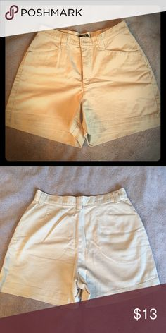 🆕 Lee Khaki Shorts GUC.  Lee size 8 light khaki shorts with 2 front pockets. Lee Shorts