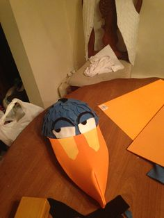 Zazu beak hat Dr Seuss Costumes, Family Halloween Costumes, Halloween 2020, Diy Costumes, Book Costumes, Halloween Stuff, Halloween Ideas, Zazu Lion King, Lion King Play