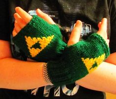 Triforce knit fingerless gloves legend of Zelda fan art made to order | tinybully - Accessories on ArtFire for Chris