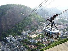 Em primeiro plano, o Bondinho do Pão de Açúcar. Ao fundo, prédios comerciais da Urca.Urca é um tradicional bairro nobre da Zona Sul da cidade do Rio de Janeiro. Tendo como pontos turísticos o Morro do Pão de Açúcar e o Morro da Urca