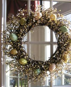 Pretty and easy Easter decorating ideas to dress up your home for the holiday! Easter is a time to let your crafty side shine! Set the scene for some Easter holiday fun with Easter decorations. Easter Wreaths, Christmas Wreaths, Easter Garland, Diy Osterschmuck, Easy Diy, Easter Flowers, Spring Door, Diy Easter Decorations, Easter Celebration