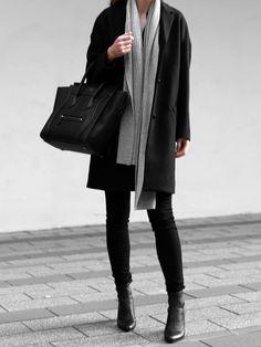 Minimal Blogger Street style #streetstyle #minimalfashion Instagram: @fromluxewithlove