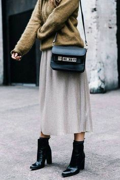 Fall Street Style Outfits to Inspire Herbst Streetstyle Mode / Fashion Week Week Street Style Outfits, Looks Street Style, Autumn Street Style, Mode Outfits, Looks Style, Looks Cool, Fashion Outfits, Womens Fashion, Ladies Outfits