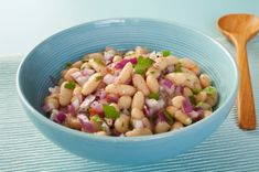 bean salad dr. oz -  1 15 oz can red beans (or any other kind you may like)    1 small onion, diced    2 tomatoes, diced    1/4 cup chopped basil leaves    2 cloves garlic sliced    2 tsp extra-virgin olive oil    2 tbsp red wine vinegar    Red pepper flakes to taste    Salt and pepper to taste