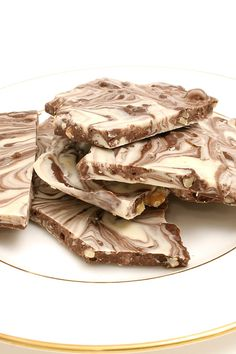 Tiger Butter Fudge Candy: semi-sweet chocolate, white chocolate & peanut butter. Done in 10 minutes! #dessert #recipe