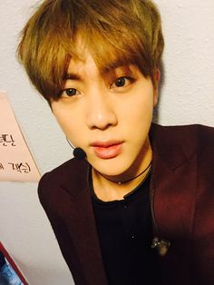 Jin - 12:32am kst 어!! 이제 월요일이네 ㅎㅎ oh!! it's Monday haha 12:39am kst 사실 인가 3위 고맙다고요.. 갑자기 이 말 먼저하기 부끄러워서 ㅠㅠ Actually I want to thank you guys for the 3rd place in Inkigayo Suddenly I'm shy saying this...