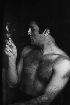 """IlPost - © Terry O'Neill The Best of Terry O'Neill, The Little Black Gallery Tony Curtis durante le riprese del film di Richard Fleischer """"The Boston Strangler"""" (Terry O'Neill/Getty Images) - © Terry O'Neill"""