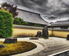 #ptk_japan #wu_japan #fujixt2 #fujifilm #chrome #photography #fujifilm_xseries #xf23mm #kyoto #kyoto_zen#kyotogarden #写真 #写真好きな人と繋がりたい #写真を撮るのが好きな人と繋がりたい #photo_shorttrip #clouds #spiritual#ig_japan #instajapan#storm #premonition#zengarden #zentemple #karesansui #枯山水#far_eastphotography #ig_japan
