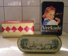 lepeldoosje van mn moeder ik heb er nog eentje! met de lepeltjes er nog in ;-) van mijn oma geweest... van binnen is hij groen gevoerd.... ;-)